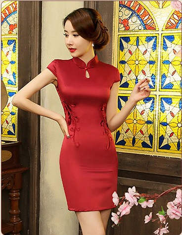 52a8fc7b5f93 Čínské šaty cheongsam a červená kráska