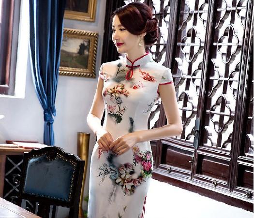 ed1671812d67 Čínské šaty cheongsam s květy 1