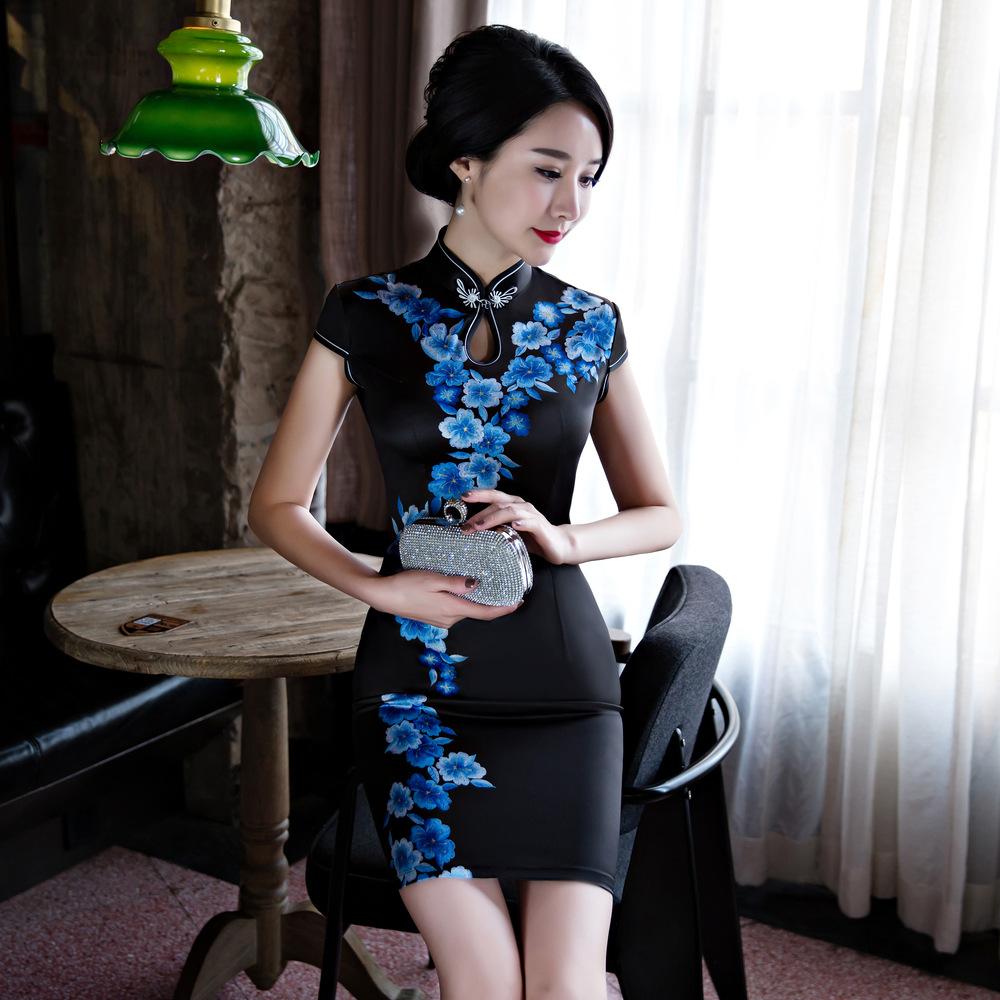2bdc798d2356 Čínské šaty cheongsam s modrými květy