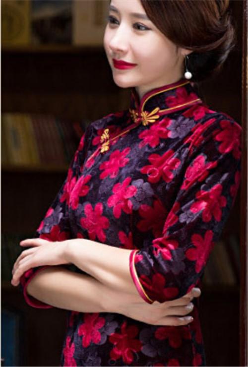 0babd1a367d7 Čínské šaty cheongsam s černým a červeným sametem empty