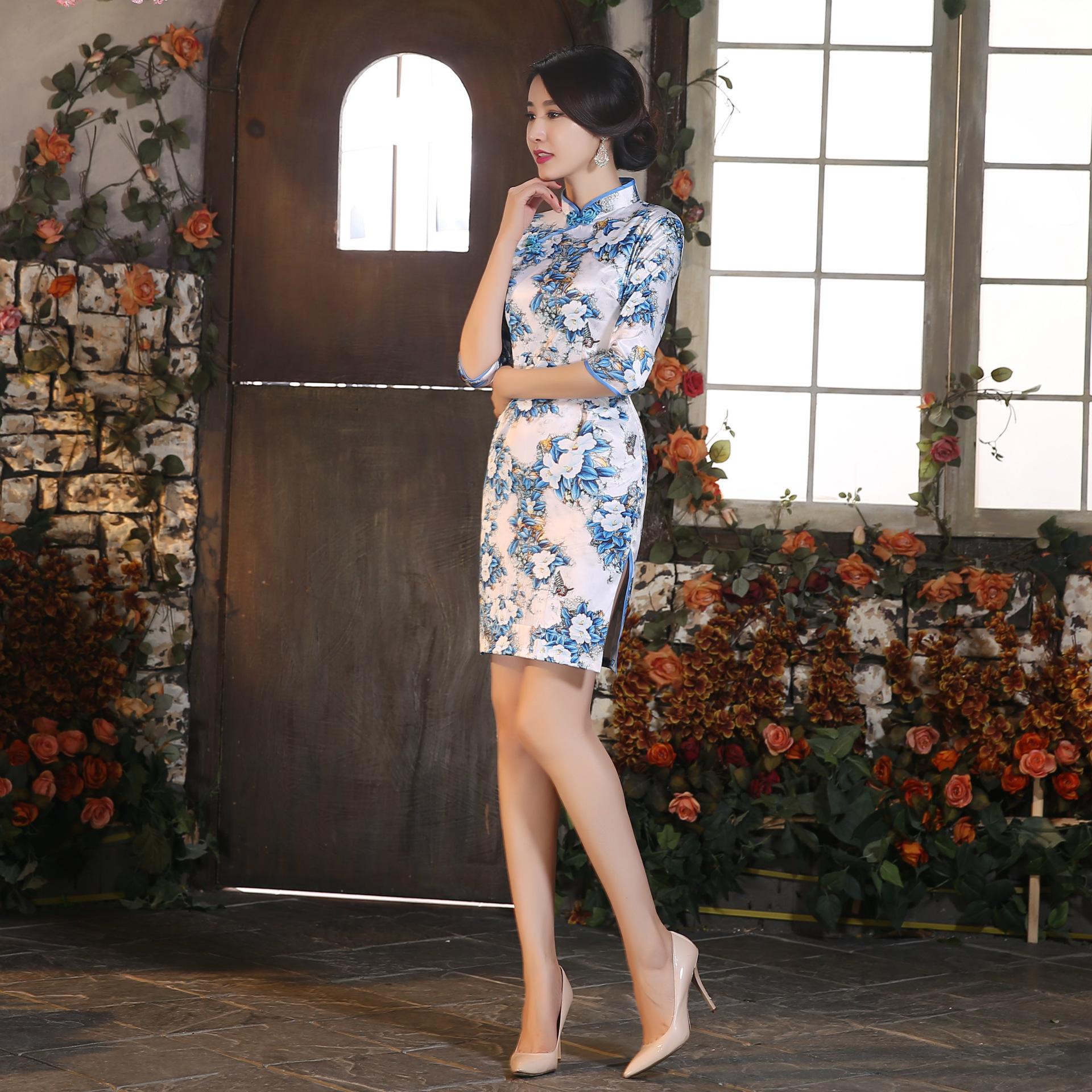 2b4fbbe04143 Čínské šaty cheongsam s bílými květy empty