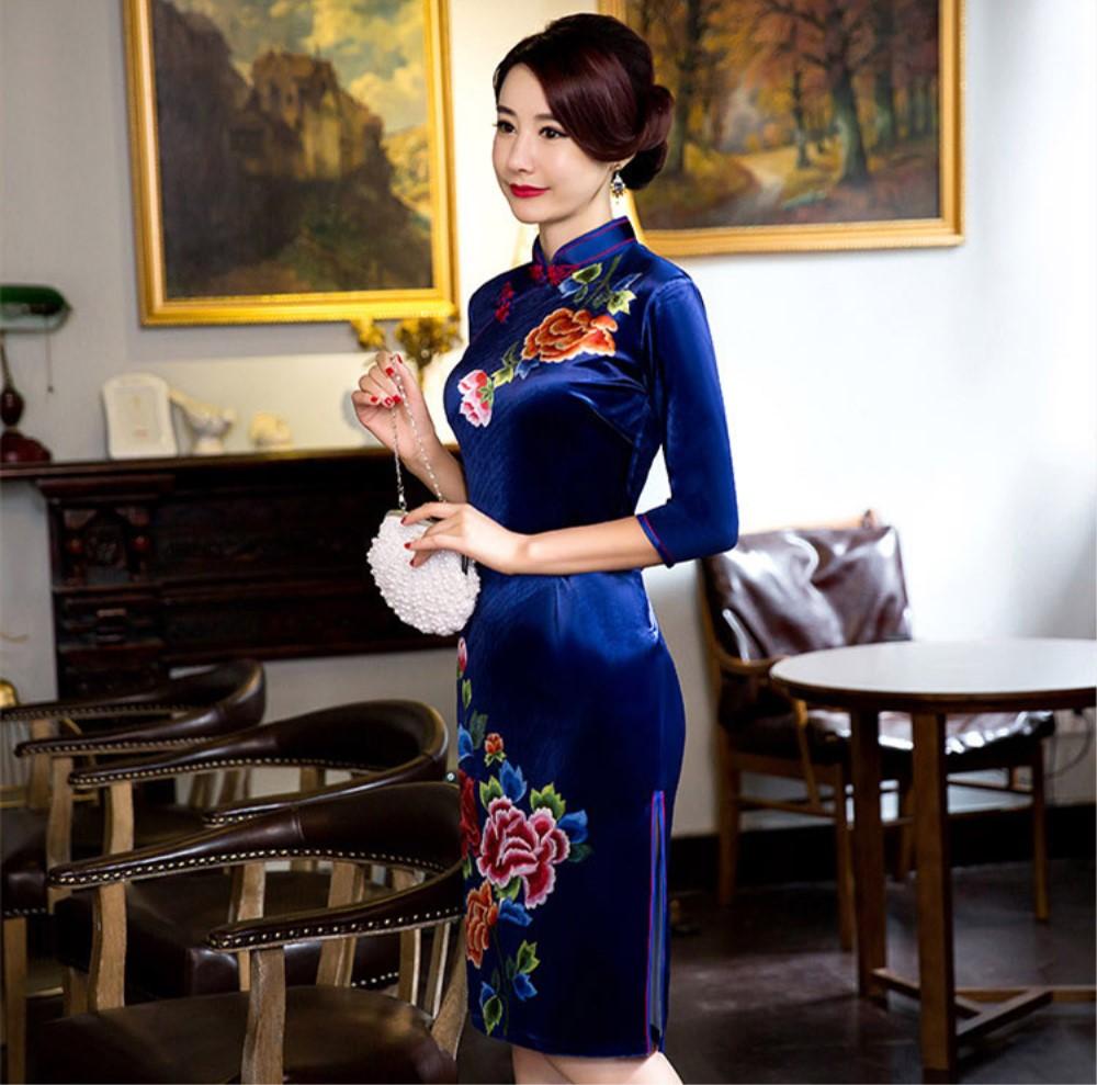 fb3ffe8ba79d Čínské šaty cheongsam s modrým sametem--- Pivoňky empty